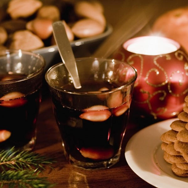 Celebrating-Advent-glögg-and-ginger-snaps-600x600